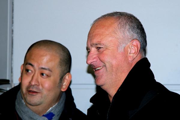 仙台]約10時間をかけてアーノルド新監督が仙台に到着。「熱狂的に ...